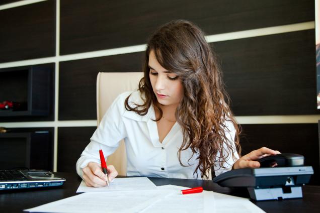 woman-office-worker-396ee7f2ebd1835f