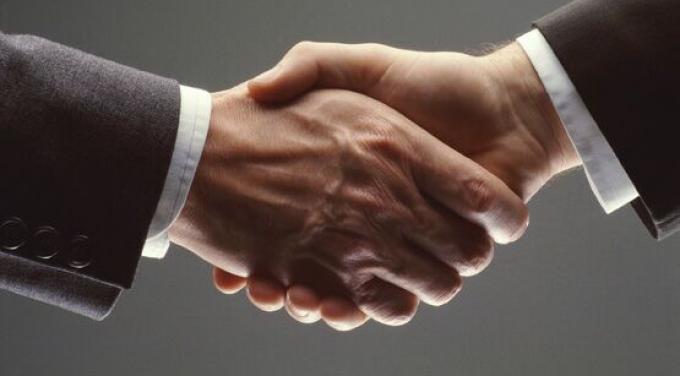 shaking-hands_315030