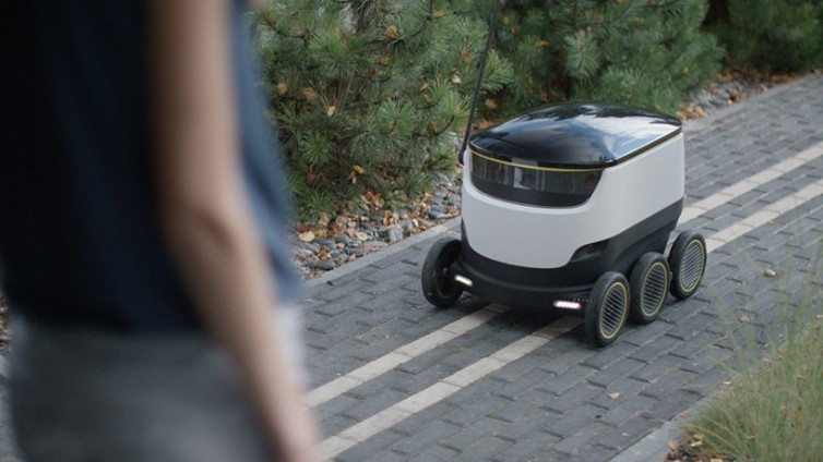 starship-technologies-delivery-robot-designboom-06-818x460